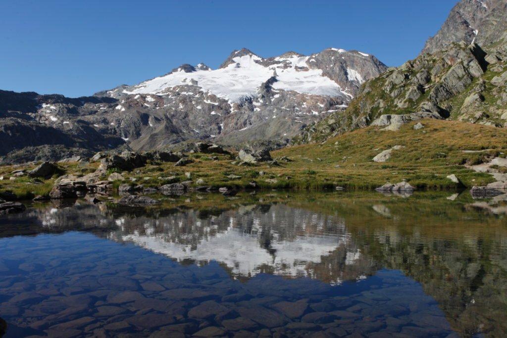 Il Ghiachiaio dello Chateau Blanc si specchia nel Lac de Fond